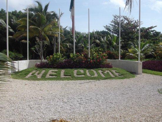 Sensimar Resort Riviera Maya: Front of hotel