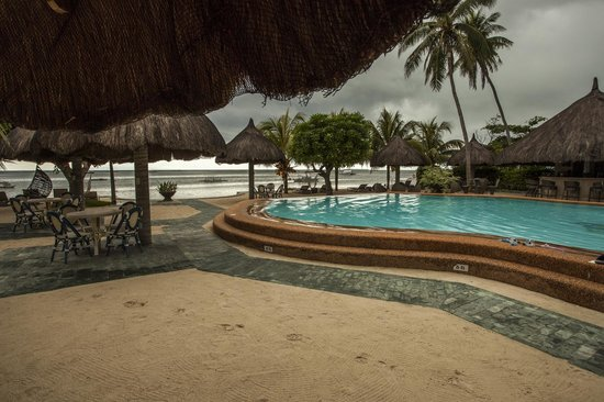 Linaw Beach Resort and Restaurant: View from the walk by restaurant