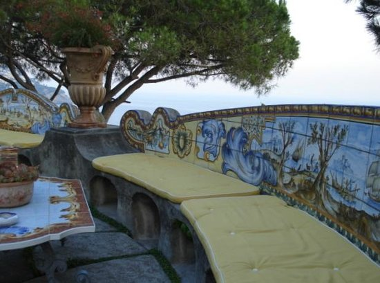 Il San Pietro di Positano: These benches line the terrace.