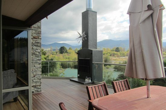 Tongariro Lodge: Outdoor fire with a pinot on a cold evening.