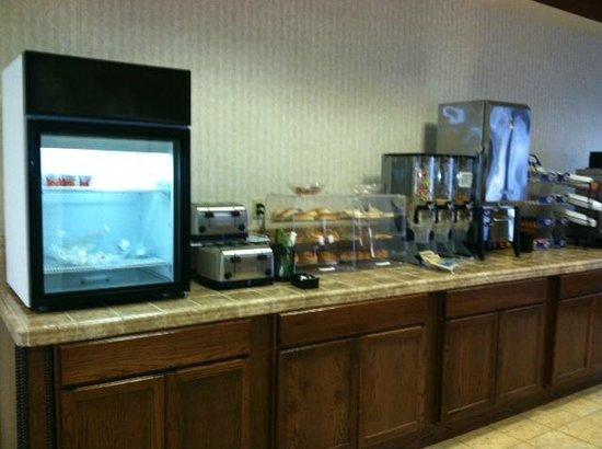 The Landmark Inn: breakfast bar