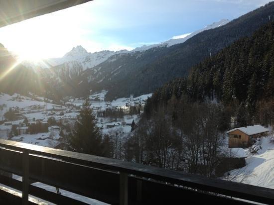 Pension Maderer: Utsikt från balkongen och köket.