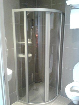 Hotel Espresso: Shower