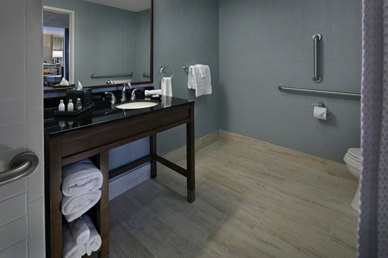 Gettysburg Hotel: ADA Bath - Height adjusted amenities and accessibility features