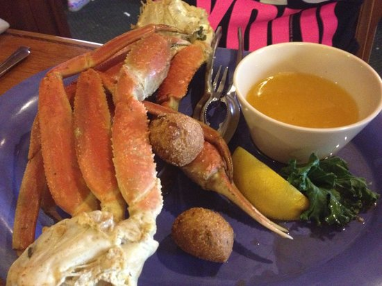 Scampy's Seafood Steak: Great crab legs!