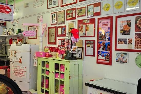 Sweetie-licious Bakery Cafe: Inside # 2