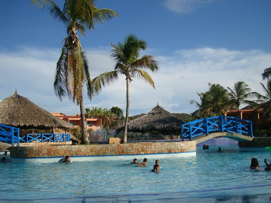 Costa Caribe Beach Hotel & Resort: Buenisima, aunque con agua salada