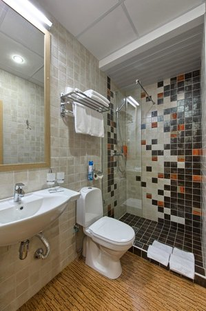 Herzen House Hotel: Superior room_bathroom
