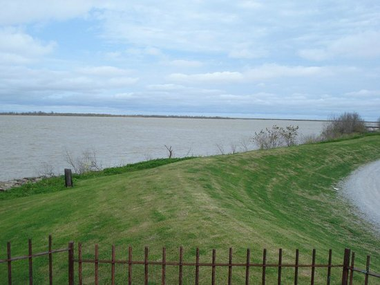 Port Sulphur, LA: View of the Mississippi