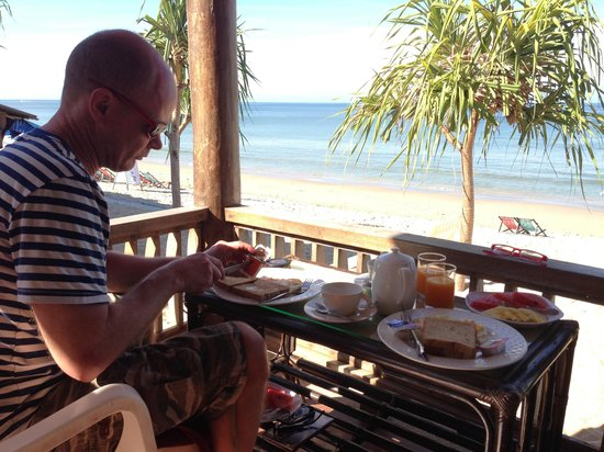 Baan Pakgasri Hideaway: Frukost serverad