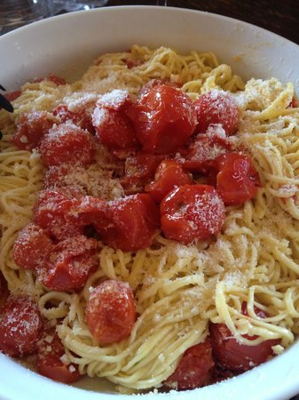 Flavor of Italy Cooking School: The delicious and simple spaghetti and tomato sauce we made from scratch!