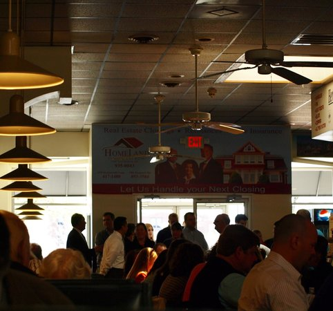 Boychiks Deli : Very busy at lunch time!