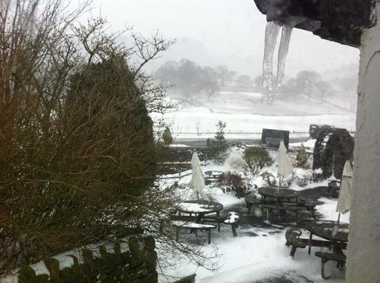 The Kings Head Hotel: lots of snow, freezing outside!!!!