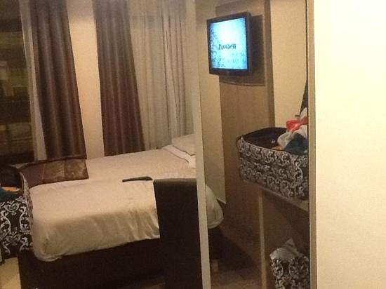 Hotel Villa Royale: view from doorway. thats a mirror reflecting the tv and suitcase.