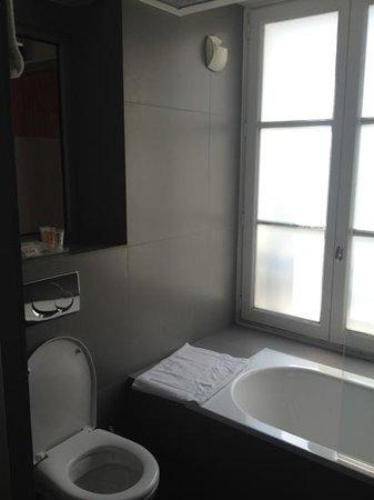 Hotel du Cadran Tour Eiffel: camera doppia standard - vista bagno