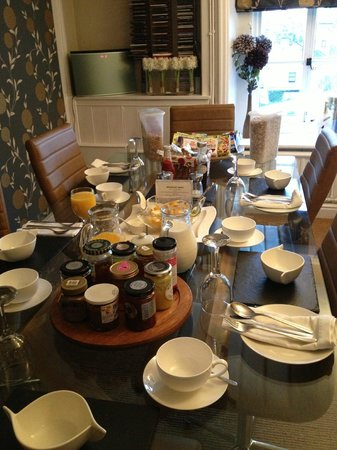 Willow Cottage B&B: the breakfast table