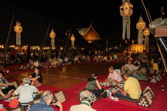 Dancers - Bild von Old Chiangmai Cultural Center, Chiang ...