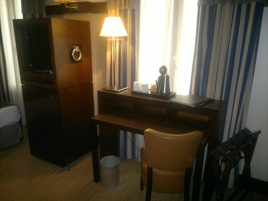 Hotel Pavillon de Paris: Desk Area