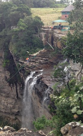 Oribi Gorge Hotel: Bungee swing near the waterfall