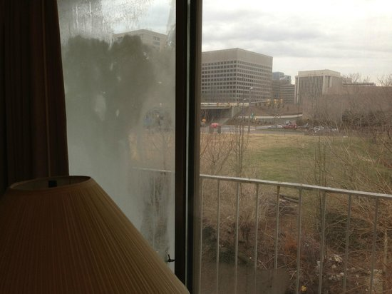 Americana Hotel: Really Dirty Windows