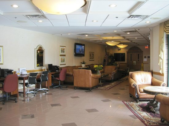 Clarion Hotel Midway Airport: Lobby