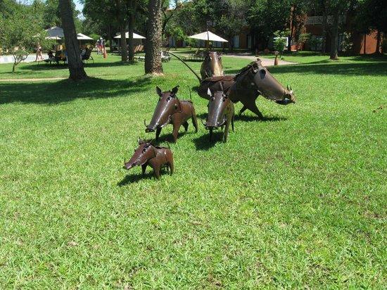 AVANI Victoria Falls Resort: Wart hog family scupture