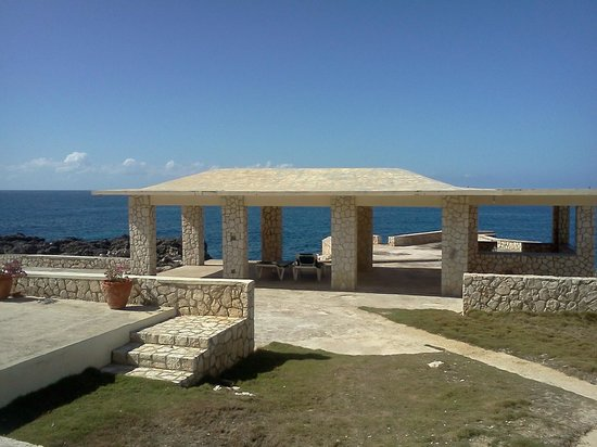 Mirage Resort : view of pavilion overlooking the cliffs