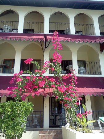 Mirage Resort : hotel balconies overlooking sea