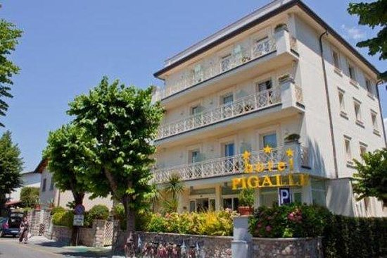 Hotel Pigalle: Exterior View