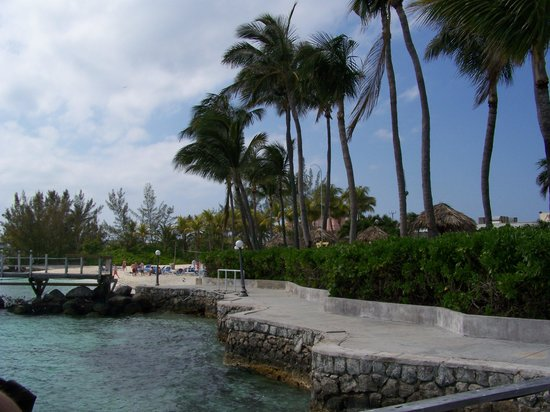Paradise Island Harbour Resort All Inclusive: water front walkway!