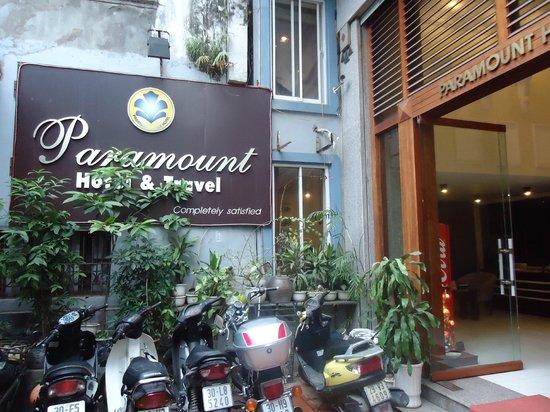 Paramount Hotel Hanoi: entrada al hotel