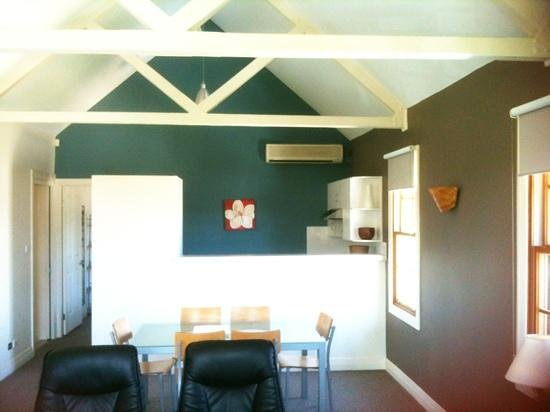 Kiama, Australia: kitchen @ living area