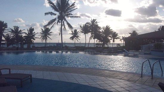 Gran Caribe Club Villa Cojimar: VUE DE LA MER À PARTIR DE LA PISCINE
