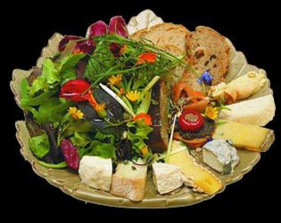 Foie gras maison picture of l 39 assiette gourmande for Assiette foie gras decoration
