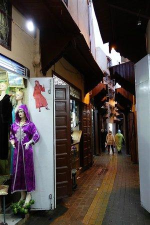 Riad El Ma: Medina street
