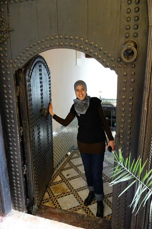 Riad El Ma: Our hostess says goodbye.