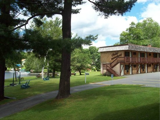 Chalet Moosehead Lakefront Motel: Motel Rooms & Efficiency Units