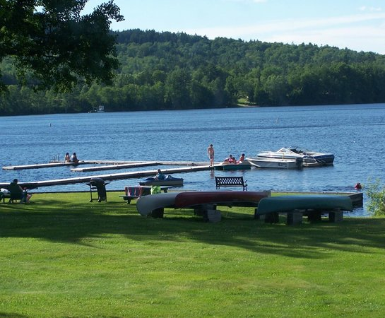 Chalet Moosehead Lakefront Motel: Free Docking for guest boats,  Great swimming