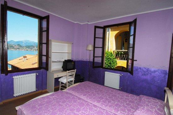 "Fio & Gio: ""Violet"" room"