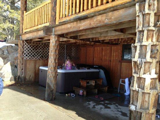 Eagle Ridge Adventures: outdoor hottub
