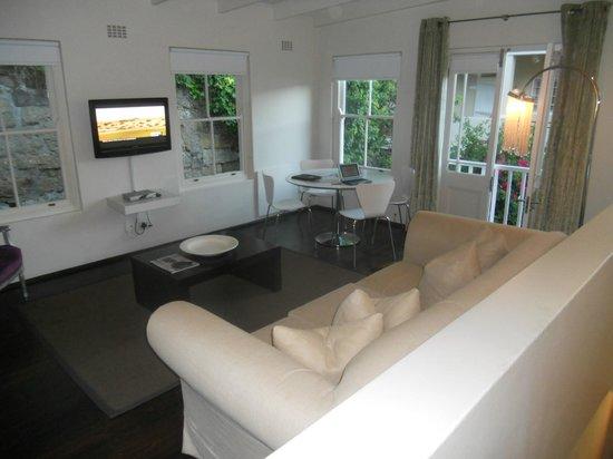 More Quarters Hotel: Room 3 Sitting area