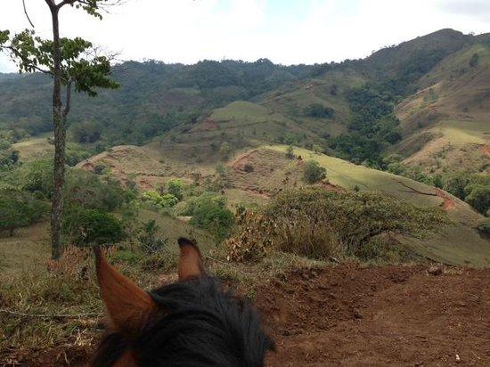 Las Alturas de Puriscal : on horseback