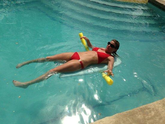 Mango Rosa Nicaragua: Relaxing in pool
