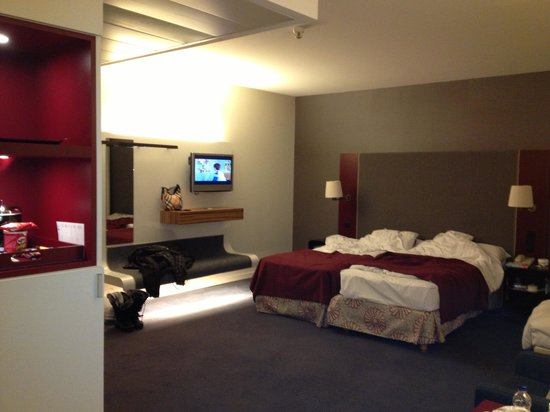 Radisson RED Brussels: Our room