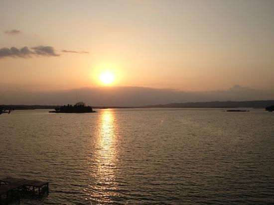 Flores Waterfront Hotel Lacandon : vue de la chambre