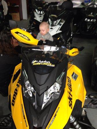 Aventure Hors Limite Inc: Jeune motoneigiste