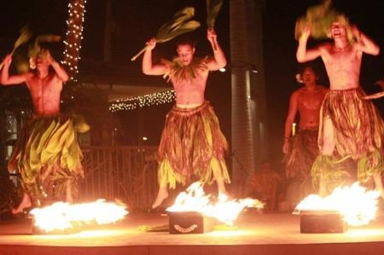 Te 'E'a O Te Turama Hula Halau: Polynesian Hula Show on Center Stage.