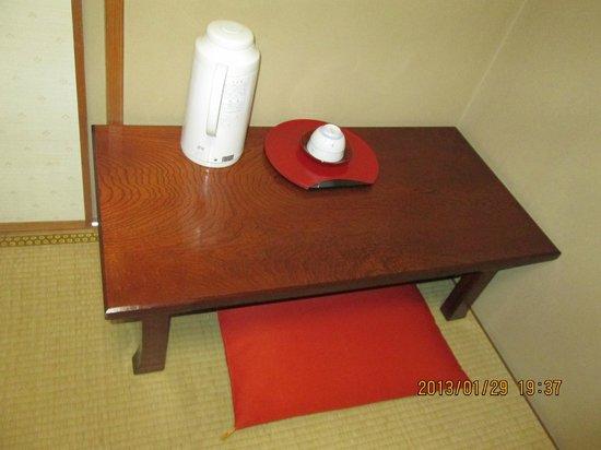 Keiunso: 部屋のテーブル