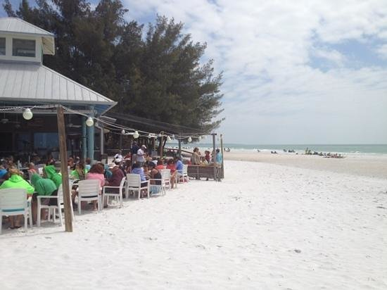 Sandbar Restaurant: outdoor dining