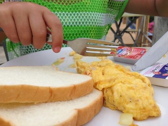 Phi Phi ViewPoint Resort: breakfast this morning